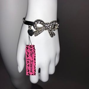 NWT Betsey Johnson Bow Bracelet